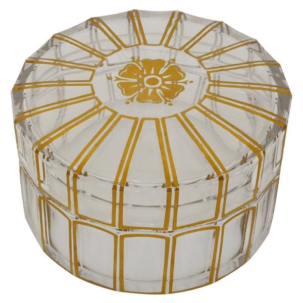 Bonbonnière ou grande boîte à poudre en cristal de Baccarat, modèle Cannelures réhaussé de filets or