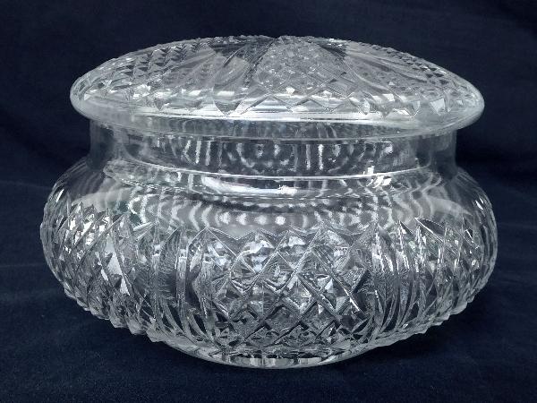 Bonbonnière ou sucrier en cristal de Baccarat taillé en pointes de diamants