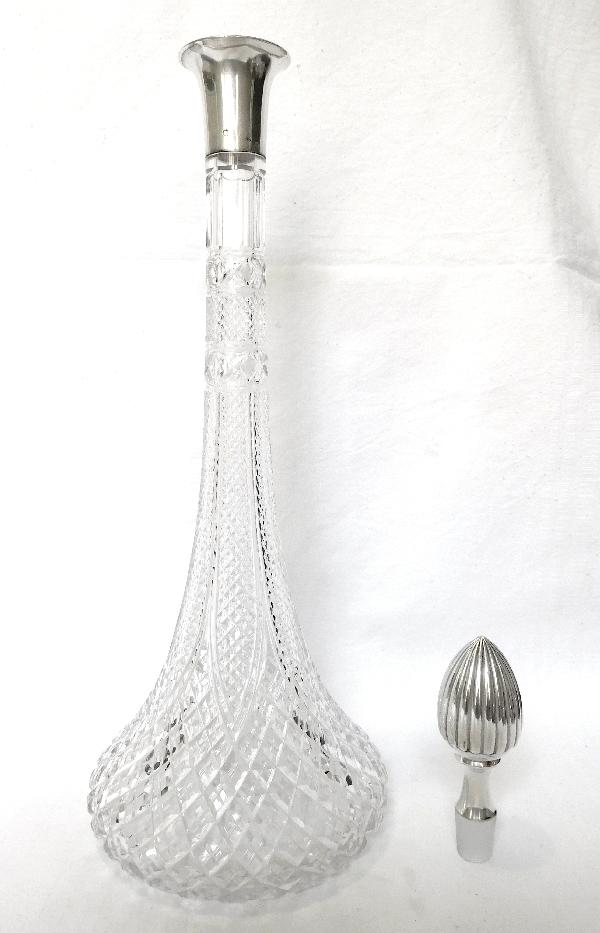 Exceptionelle carafe en cristal de Baccarat richement taillée, monture argent massif, poinçon Minerve