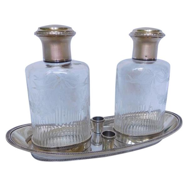 Paire de flacons de toilette en cristal de Baccarat, monture en argent massif