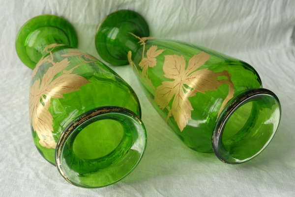 Paire de vases en cristal de Baccarat vert, modèle Platanes rehaussé à l'or fin
