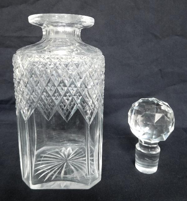 Flacon à whisky ou cognac en cristal de Baccarat taillé