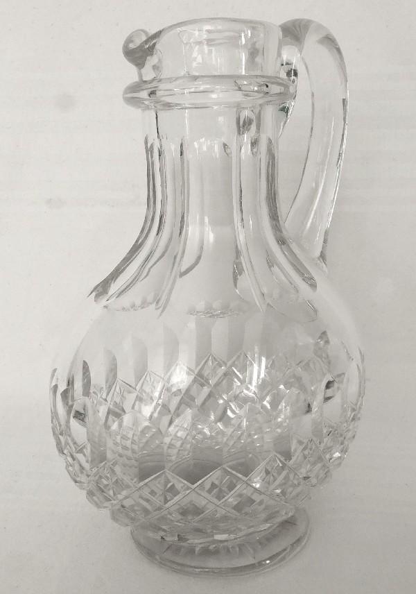 Grand pichet en cristal de Baccarat richement taillé