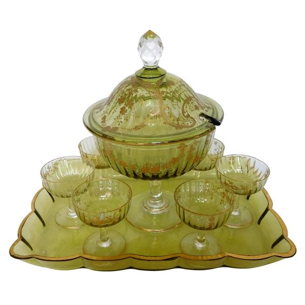 Service à eau de vie en cristal de Baccarat vert rehaussé à l'or fin - 8 pièces