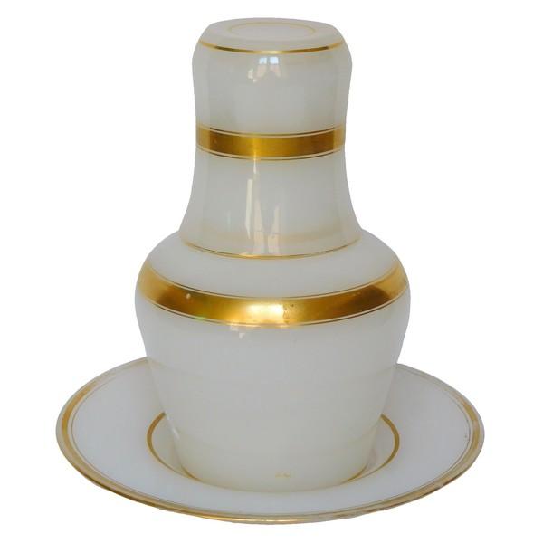 Service de nuit / verre d'eau en cristal de Baccarat - opaline blanche dorée à l'or fin