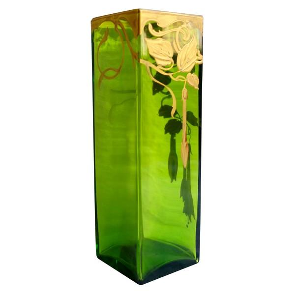 Vase en cristal de Baccarat vert rehaussé à l'or fin, époque Art Nouveau - époque fin XIXe