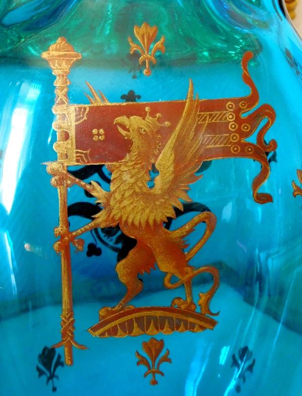 Grand vase en cristal de Baccarat bleu turquoise, décor héraldique émaillé et doré, époque XIXe vers 1880