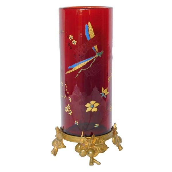 Vase rouleau Art Nouveau en cristal de Baccarat rouge, monture bronze doré, vers 1890 - signé