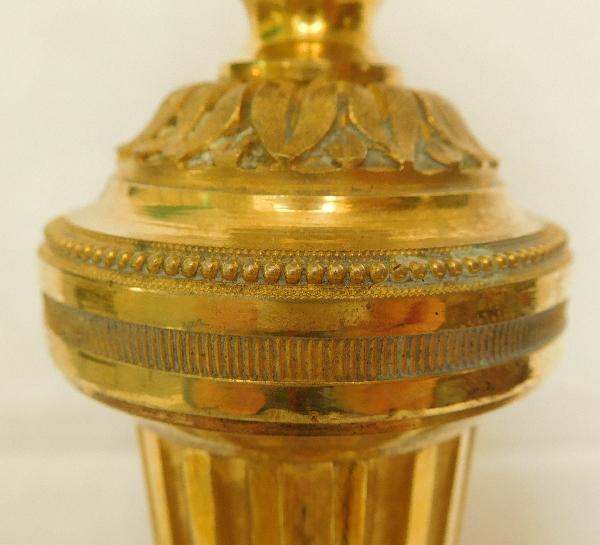 Rare suite de 4 flambeaux / bougeoirs en bronze doré au mercure, époque Louis XVI - XVIIIe Siècle