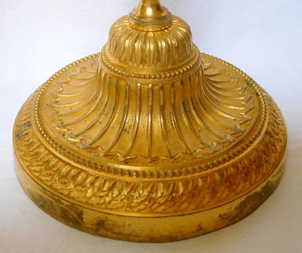 Paire de grands bougeoirs / flambeaux d'époque Louis XVI en bronze doré richement ciselé - 29cm