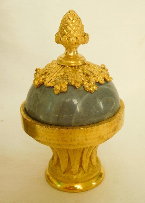 Bougeoir cassolette de style Louis XVI en bronze doré et marbre bleu turquin, époque XIXe siècle