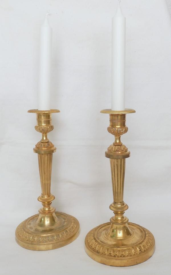 Paire de bougeoirs Louis XVI, modèle du Château de Fontainebleau - bronze doré au mercure