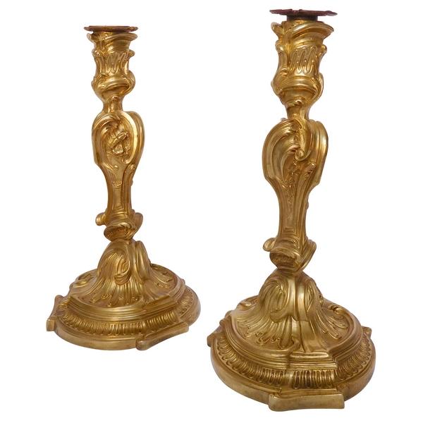 Paire de flambeaux en bronze doré de style Louis XV d'après Meissonnier