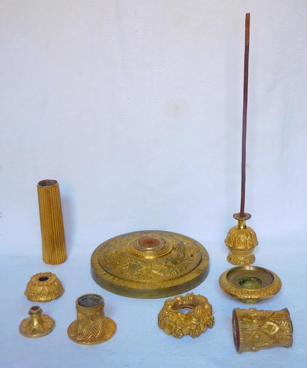 Paire de flambeaux bougeoirs en bronze ciselé et doré d'époque Restauration