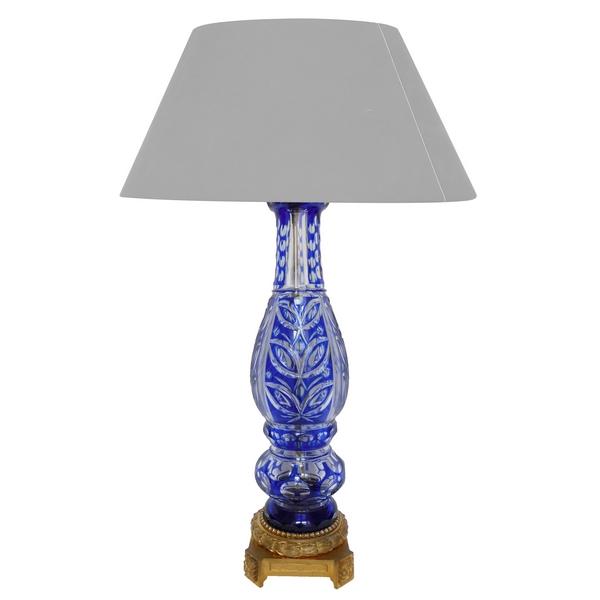 Cristal de Baccarat : grand pied de lampe en cristal overlay bleu monté bronze doré