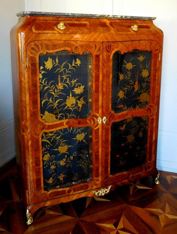 Macret : armoire d'époque Louis XV en bois de rose et laque - estampille et étiquette