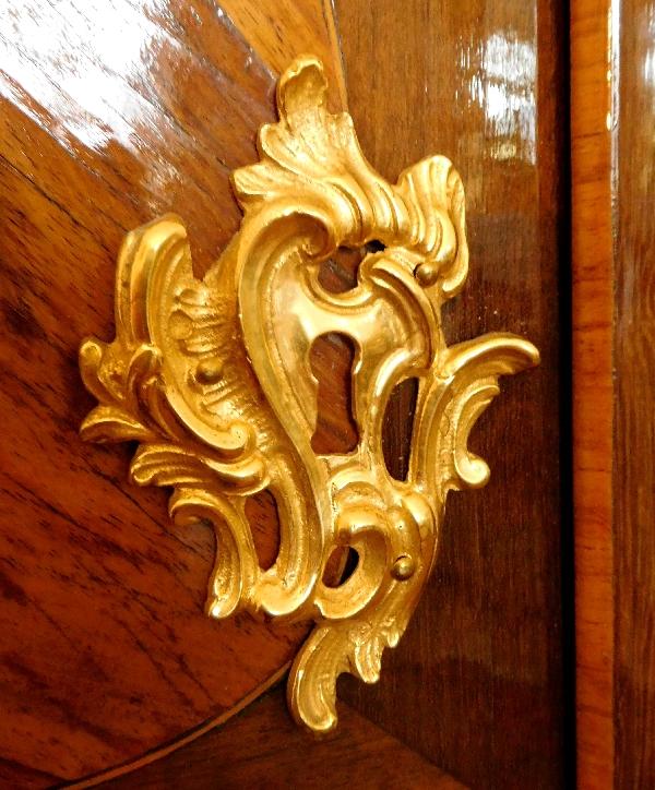 Armoire en marqueterie d'époque Louis XV estampillée Isaac Simon Rebour