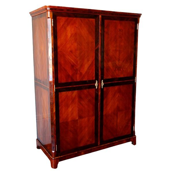 Claude Charles Saunier : grande armoire en marqueterie d'époque Louis XV Transition - estampillée