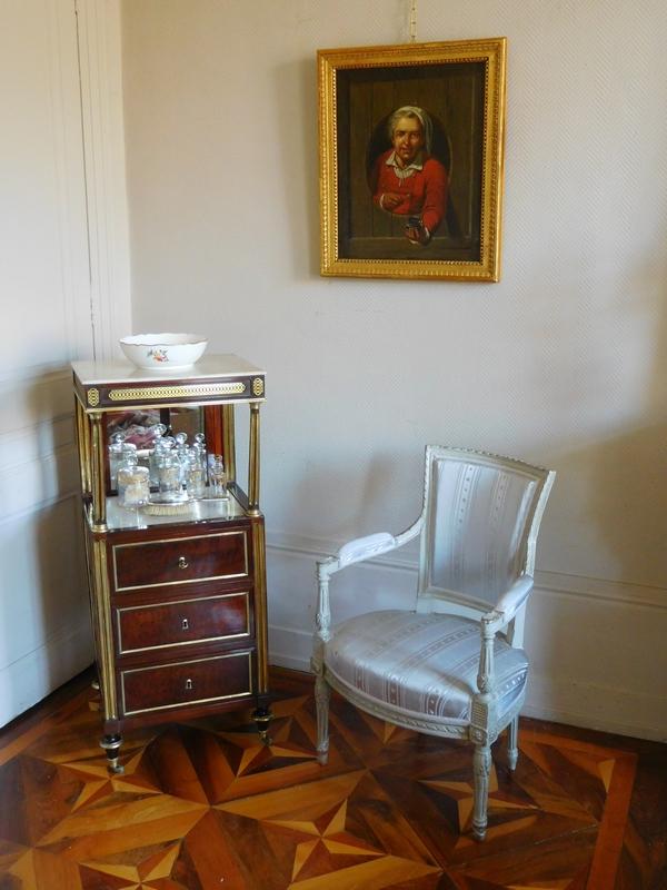 Barbière table de toilette d'époque Louis XVI Directoire en acajou moucheté