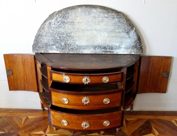 Grande commode demi-lune d'époque Louis XVI en marqueterie, trace d'estampille