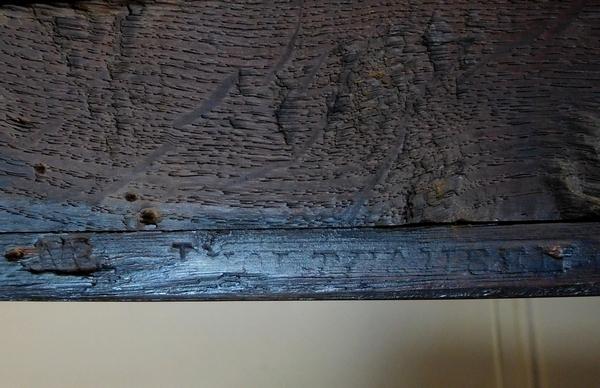 Jean Holthausen : petite commode d'époque Louis XV en marqueterie estampillée - largeur 80cm