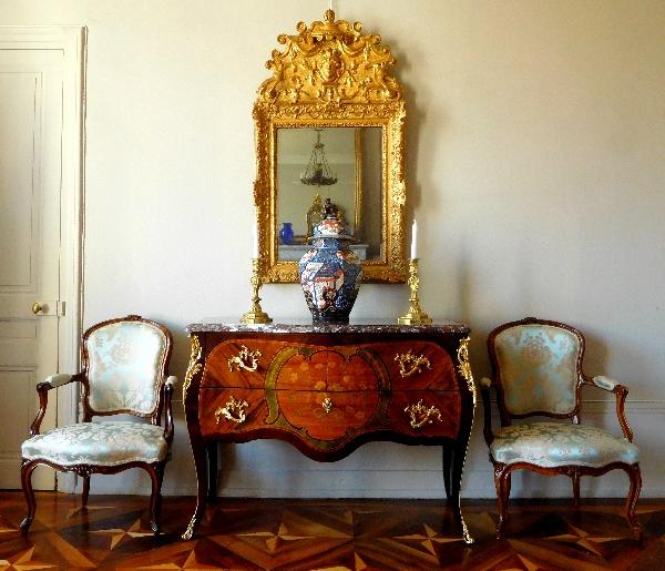 Nicolas Petit : grande commode sauteuse en marqueterie d'époque Louis XV estampillée
