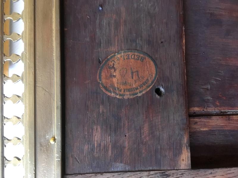 Importante commode d'époque Louis XVI en plaquage de citronnier moiré et acajou époque XVIIIe siècle
