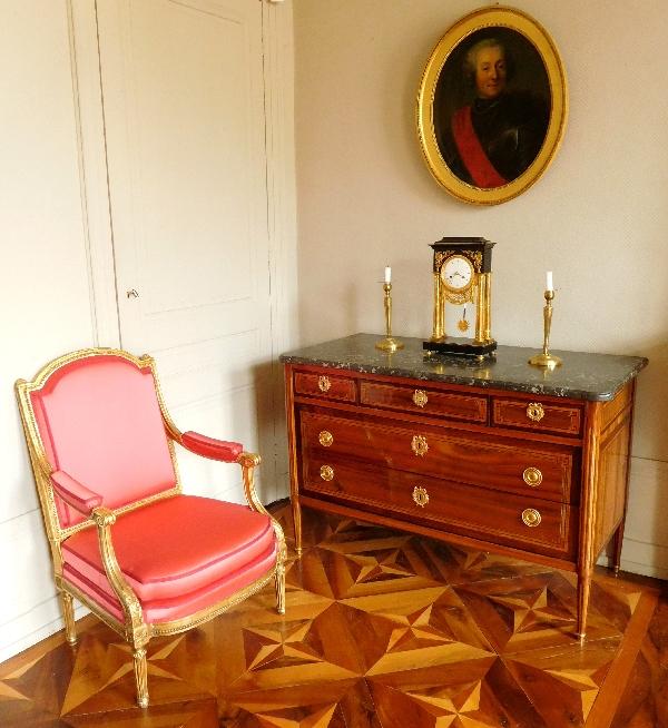 Commode d'époque Louis XVI en marqueterie de satiné et bois de rose