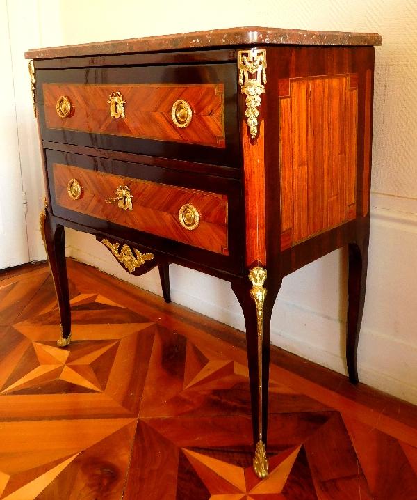 petite commode sauteuse en bois de rose d 39 poque transition xviiie si cle estampill e l roux. Black Bedroom Furniture Sets. Home Design Ideas