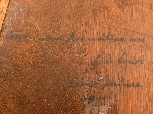 Nicolas Petit : encoignure en marqueterie d'époque Louis XV, marbre Brèche d'Alep, estampille