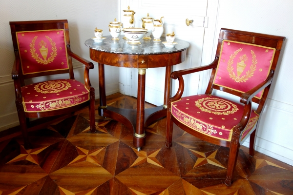 Guéridon de bibliothèque ou table à thé d'époque Empire, acajou et marbre mouluré