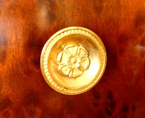 Semainier d'époque Empire en acajou moucheté, garniture de bronzes dorés au mercure
