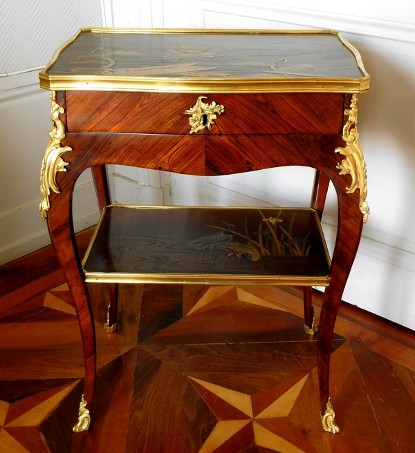 JP Latz : table de salon d'époque Louis XV en bois de violette et laque du Japon - Estampille