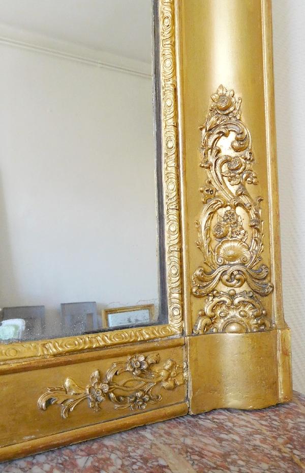 Grand miroir en bois doré d'époque Restauration, glace au mercure