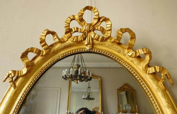 Grand miroir ovale de style Louis XVI, bois doré, glace au mercure - 69,5cm x 103cm