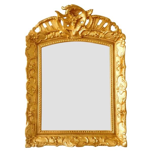 Miroir en bois doré d'époque Régence, glace biseautée