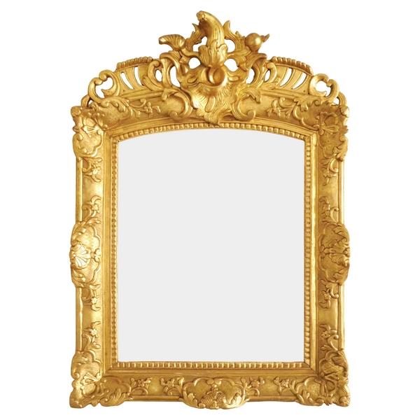 Miroir en bois doré, glace au mercure biseautée d'époque Régence