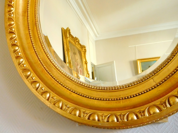 Grand miroir ovale de style Louis XVI en bois doré, époque Napoléon III - 77cm x 104cm