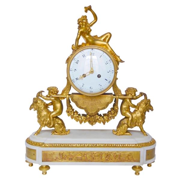 Pendule à la bacchante et chèvres en marbre et bronze doré - style Louis XVI