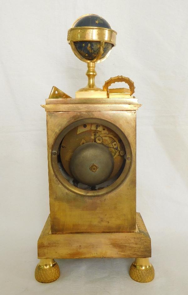 Pendule à l'étude des sciences et de l'astronomie en bronze doré au mercure - époque Empire