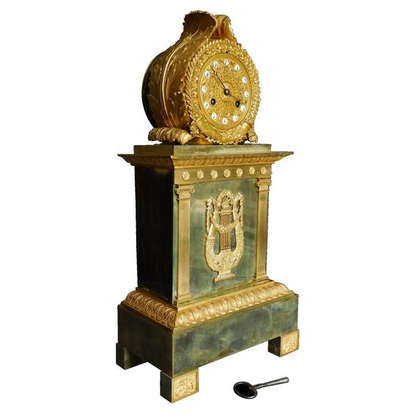 Grande pendule borne en bronze ciselé et doré d'époque Empire Restauration - 52cm