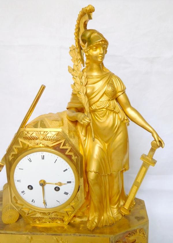Pendule Empire en bronze doré au mercure - Athéna, allégorie de la guerre - vers 1805