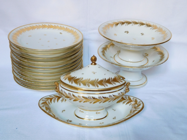 Locré : 12 assiettes en porcelaine d'époque Empire rehaussée à l'or fin