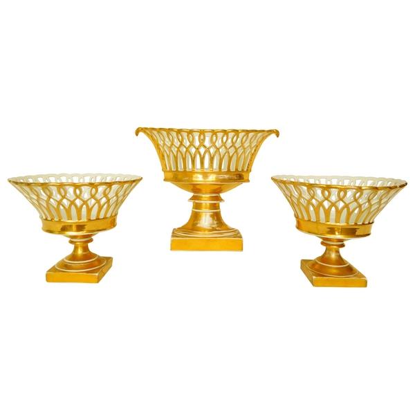 Garniture de 3 coupes ajourées en porcelaine de Paris dorée - époque Restauration vers 1830