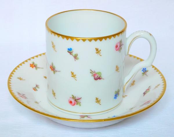 Service de 8 tasses à café litron en porcelaine de Nyon semis de fleurs et or - époque XVIIIe, marquées