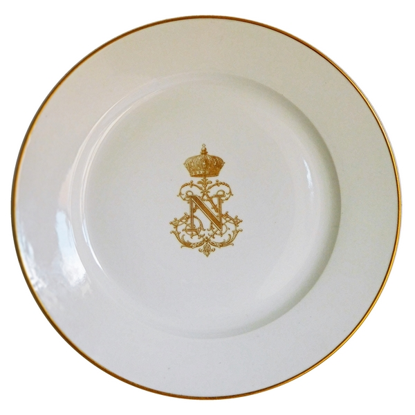 Porcelaine de Sèvres S54 : assiette du service des Princes au chiffre de Napoléon III