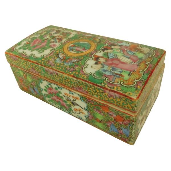 Boîte à pinceaux - baguettes en porcelaine de Canton à décor polychrome et or