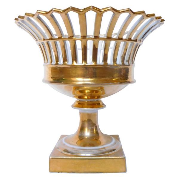Coupe ajourée en porcelaine de paris dorée à l'or d'époque Empire / Restauration