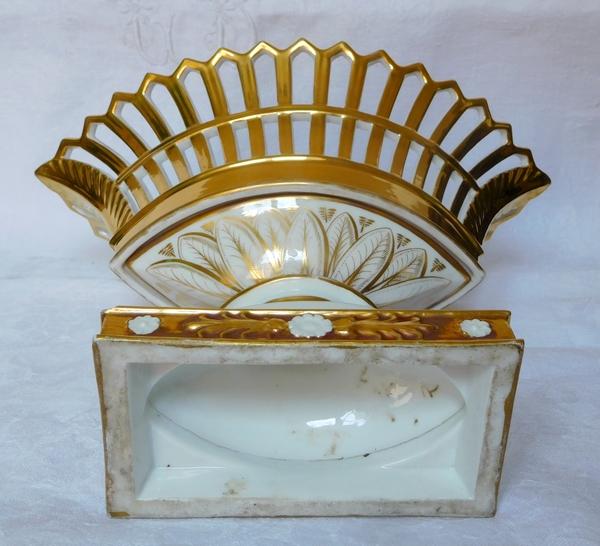 Grande coupe ajourée en porcelaine de Paris dorée à l'or d'époque Empire / Restauration