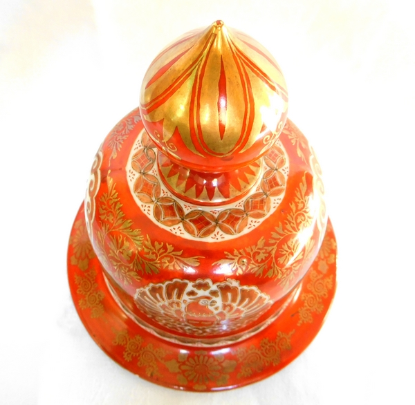 Grande potiche en porcelaine du Japon rouge et or, époque Edo - début XIXe siècle - signée